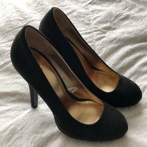 Never worn! Classic black pumps